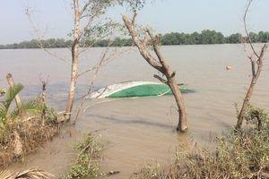 Tàu chở cát chìm trên sông Tiền, tài công tử vong