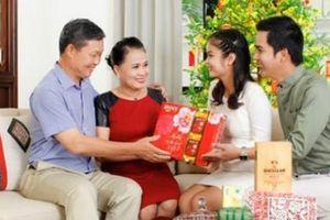 Gợi ý món quà Tết ý nghĩa giúp nàng dâu ghi điểm với bố mẹ chồng