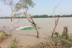 Chìm tàu chở cát trên sông Tiền, 1 người tử vong