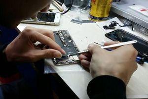 Chàng trai tự 'sản xuất' iPhone X bằng linh kiện tái chế mua ở chợ