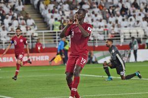 Thua thảm bại trước Qatar, HLV đội bóng chủ nhà UAE xin lỗi người hâm mộ