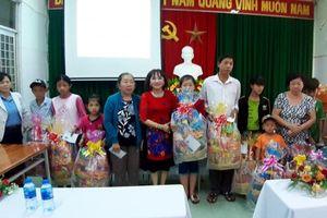 270 phần quà trao cho trẻ em và người lớn có 'H'