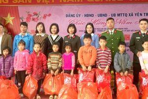 Công an huyện Thạch Thất mang Tết đến với học sinh nghèo
