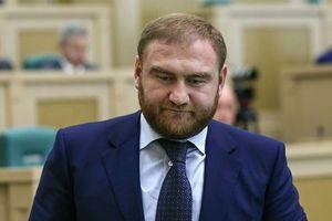 Bị tình nghi giết người, nghị sĩ Nga bị bắt ngay khi đang họp Quốc hội