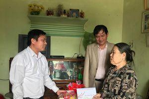 Trao quà Tết cho các hộ nghèo, gia đình chính sách