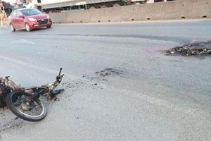 Xe máy cháy trụi sau khi tông vào xe đạp