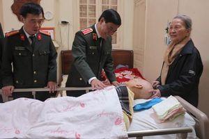 Trung tướng Đoàn Duy Khương thăm hỏi, chúc Tết các đồng chí nguyên Giám đốc CATP Hà Nội