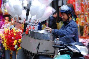 Xuống phố mà xem, Tết đã ngập tràn những con đường Hà Nội, Sài Gòn