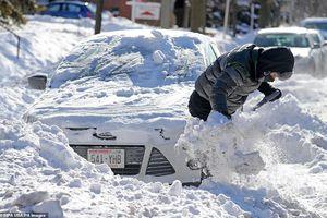 Nước Mỹ trắng xóa trong thời tiết lạnh kỷ lục, cảnh báo có thể bỏng lạnh trong 5 phút