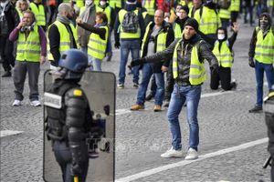 Cảnh sát Pháp được phép bắn đạn cao su để giải tán biểu tình