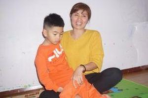 Cái Tết đầu tiên bên cha mẹ của hai đứa trẻ bị trao nhầm ở Hà Nội: 'Tôi đã mua bộ quần áo mới cho hai con'