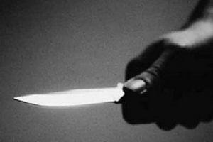 Truy tìm 4 thanh niên dùng dao khống chế, cướp tài sản của phụ nữ đi đường
