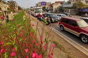 Chiều 27 Tết, người Hà Nội chán chường vì tắc đường