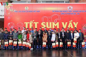 Ông Phạm Minh Chính tặng quà Tết công nhân mỏ Quảng Ninh