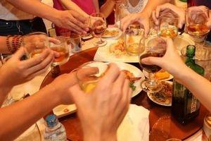 Tết đến, tình trạng ngộ độc rượu lại gia tăng đột biến