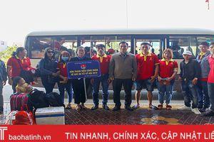 Hà Tĩnh đón công nhân tiêu biểu về quê ăn tết tại sân bay Vinh