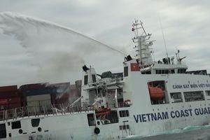 Tàu chở hàng Singapore bất ngờ bốc cháy, trôi dạt trên vùng biển Ninh Thuận