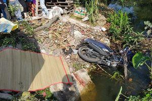 Một phụ nữ tử vong sau khi lao xe máy xuống kênh