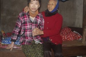 Tài sản giá trị nhất của người mẹ già 82 tuổi có con gái mắc bệnh động kinh là... chiếc quan tài mua sẵn