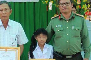 Khen đột xuất thầy hiệu trưởng tố vụ hiếp dâm trẻ em