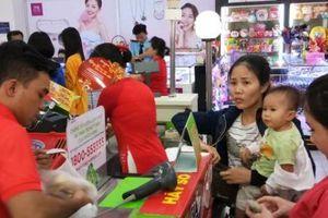 'Ngộp thở' mua sắm trong siêu thị ngày giáp tết