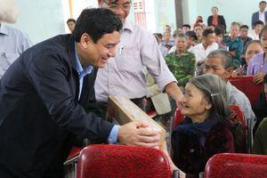 Bí thư Tỉnh ủy Nghệ An tặng quà tết hỗ trợ người nghèo