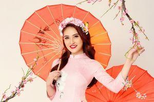 Hoa hậu Gia Hòa khoe sắc với áo dài trước thềm năm mới