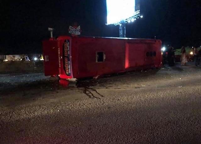 Vũng Tàu: Lật xe giường nằm chở gần 30 khách về quê ăn Tết