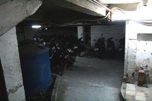 'Nhắm mắt' gửi xe vào 'hầm' khi đến đường hoa Nguyễn Huệ