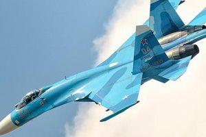 Su-35 'tóm sống' F/A-18: Ưu thế tuyệt đối của tiêm kích Nga?