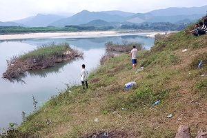 Cả làng tìm kiếm người phụ nữ nghi bị hiếp dâm, vứt xác xuống sông
