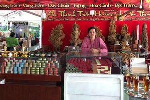 Hoài Linh bán trầm hương ngày Tết tại Hội chợ Hoa xuân