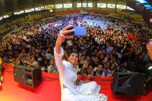 Hoa hậu H'Hen Niê trở thành diễn giả trước các đại biểu tại Philippines