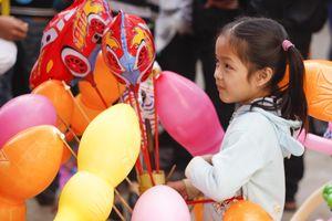 Phiên chợ Giát ngày 30 cho con nít