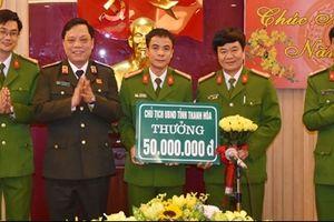 Khen thưởng các đơn vị phá nhanh vụ án giết người cướp của tại Hậu Lộc