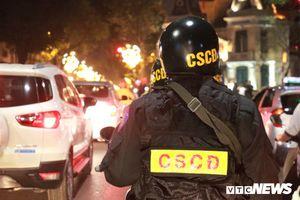 Theo chân cảnh sát cơ động thâu đêm bảo vệ Thủ đô dịp Tết Nguyên đán Kỷ Hợi
