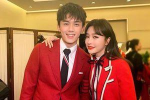 Tần Lam được khen nhan sắc 10 năm không già trong chương trình năm mới