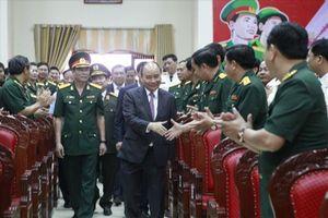 Thủ tướng Nguyễn Xuân Phúc chúc Tết Bộ chỉ huy quân sự Đà Nẵng