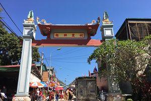 Đầu xuân, người dân Sơn La nô nức đi lễ đền Vua Lê Thái Tông...