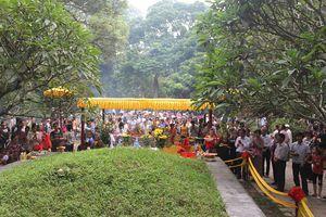Độc đáo lễ nghi dâng hương cho Vua ngày Tết