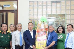 Bí thư Thành ủy Thành phố Hồ Chí Minh Nguyễn Thiện Nhân thăm, chúc Tết một số quận, huyện
