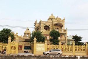 Choáng ngợp nhà dát vàng nổi tiếng nhất Việt Nam 2018