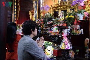 Người Hà Nội đầu năm lên chùa lễ Phật