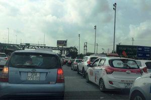 Cao tốc Pháp Vân - Cầu Giẽ ùn tắc kéo dài trong ngày mùng 2 Tết