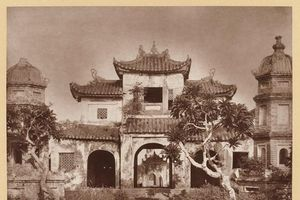 Bộ ảnh cổ hiếm hoi về chùa Báo Ân từng tồn tại trên đất Bưu điện HN