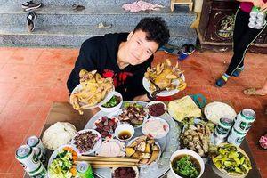 Mâm cỗ ngày Tết của gia đình các cầu thủ Việt Nam có món gì?