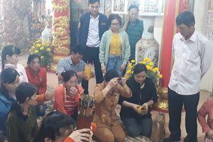 Du khách đến đảo ngọc Phú Quốc viếng chùa cầu an năm mới