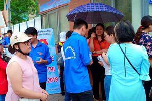 Quầy nước miễn phí tiếp sức mùa thi cho học trò Hà Nội