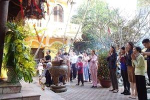 Mùng 2 Tết, Tổ đình Phúc Khánh đông nghịt người dân đi lễ