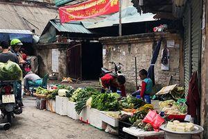 Thực phẩm mùng 2 Tết: Người dân mua nhiều rau củ